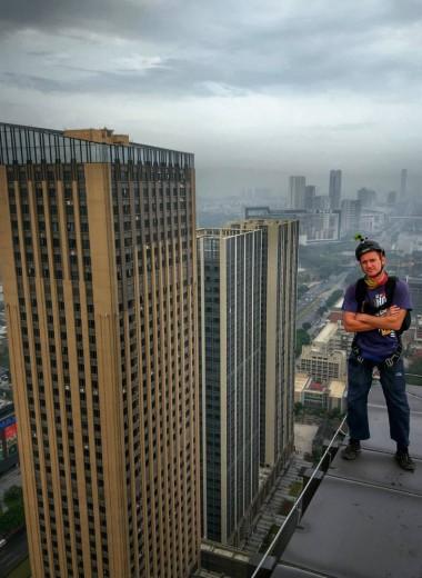 В Пекине задержан россиянин, прыгнувший с парашютом с небоскреба
