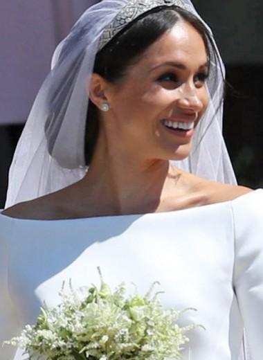 Меган Маркл спрятала обручальное кольцо от папарацци