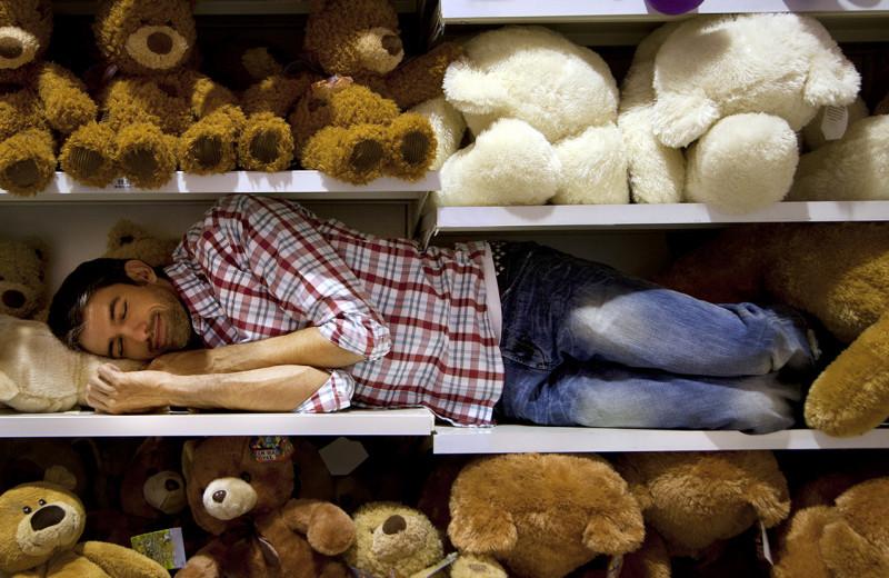 Можно ли выспаться впрок, умереть от недосыпа и заработать «паралич субботней ночи»? Ответы сомнолога