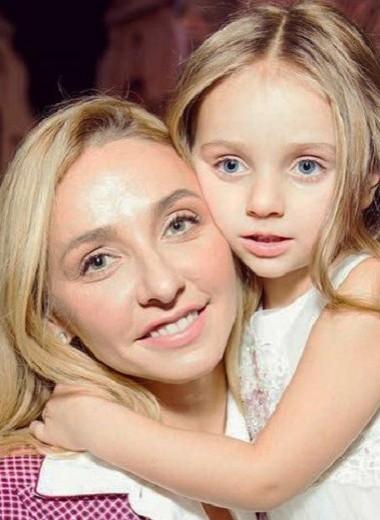 Пятилетняя дочь Татьяны Навки на льду умилила поклонников фигуристки