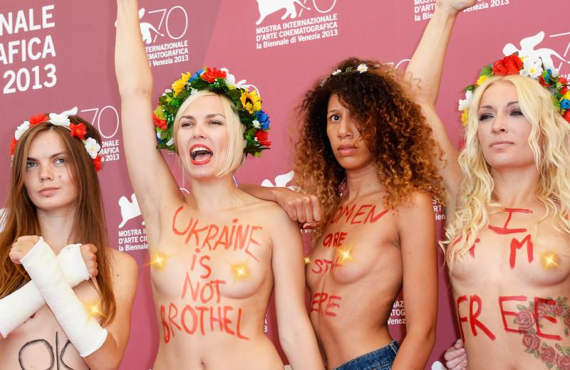 Голой грудью за правду: 10 громких акций распавшегося движения FEMEN