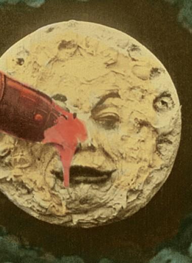 На Луну от вируса. Осталось ли в мире что-то важнее эпидемий