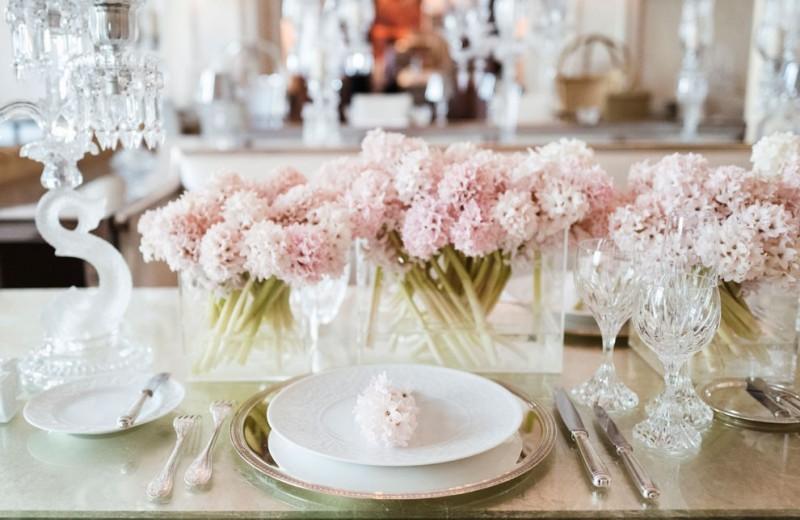 Как модно сервировать стол фарфором и хрусталем