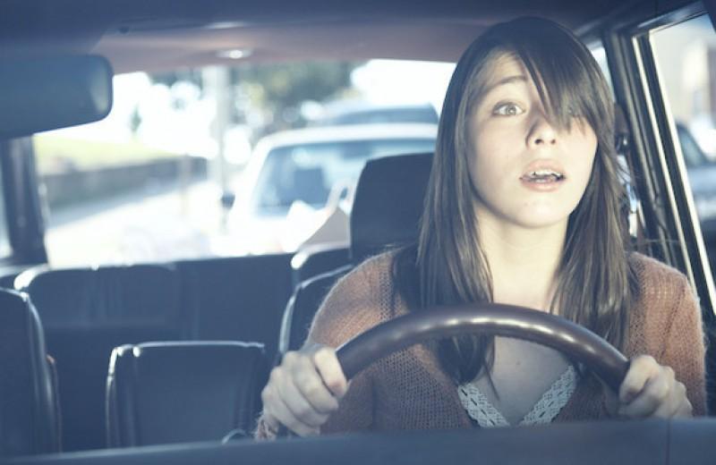 Можно ли выдавать права на вождение с 16 лет: мнение психолога