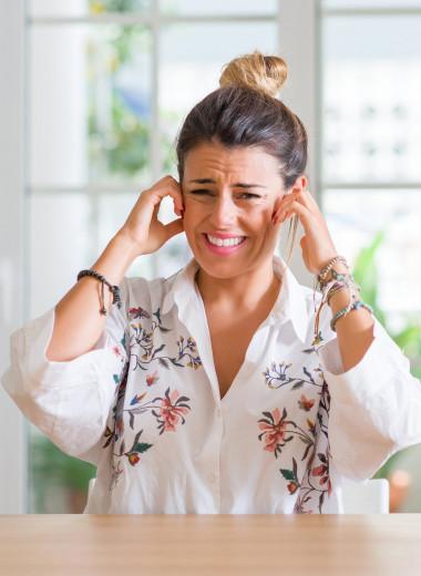 Заложенные уши, головная боль: 7 нетипичных симптомов сезонной аллергии