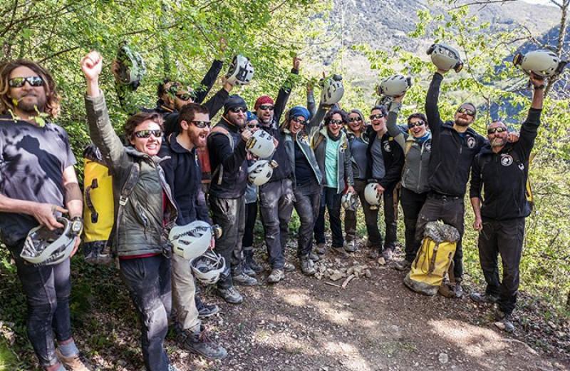 Добровольцы, прожившие под землей в полной изоляции 40 дней, вышли из пещеры