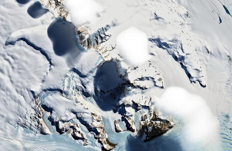 Как образуются странные неподвижные облака над Трансантарктическими горами