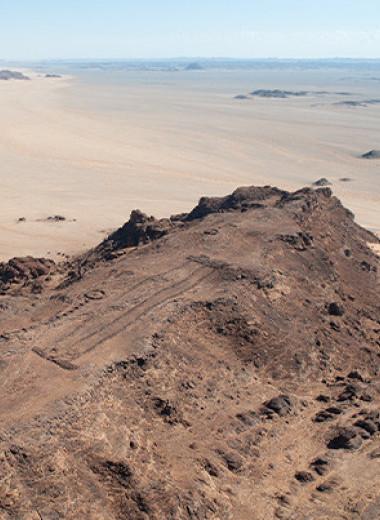 Археологи связали арабские мустатилы с неолитическим скотоводческим культом