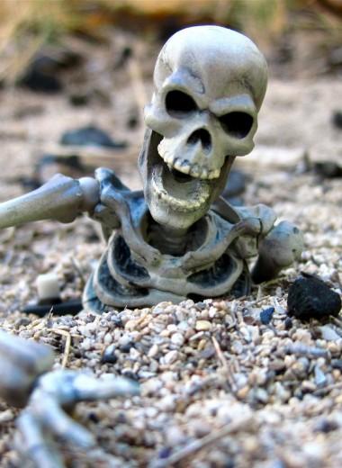 «Приковать к могиле»: как древние греки защищались от зомби