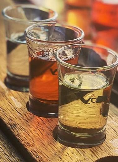 Как пьют шнапс: история испособы употребления крепкого фруктового напитка
