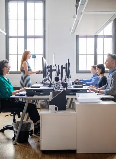 Исследование: сидячая работа помогает сохранить мыслительные способности в старости