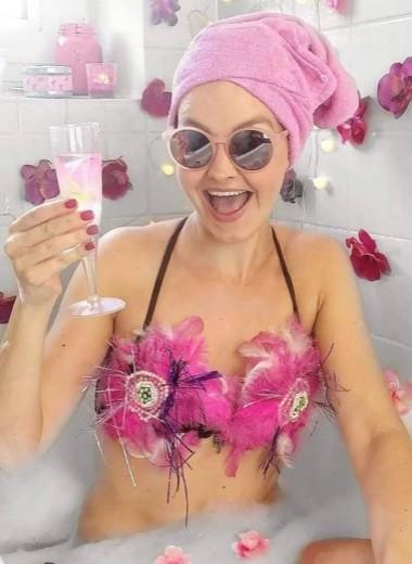 Инстаграм/Реальность: думаете, девушки принимают ванну с лепестками роз? Нет
