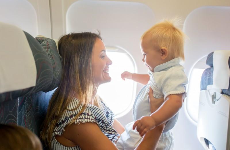 Как летать с маленькими детьми?