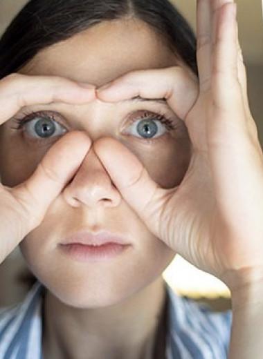 5 эффективных упражнений от отеков и морщин под глазами — показывает тренер