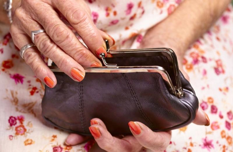 Стоит ли ожидать благодарности от внуков за денежные подарки?