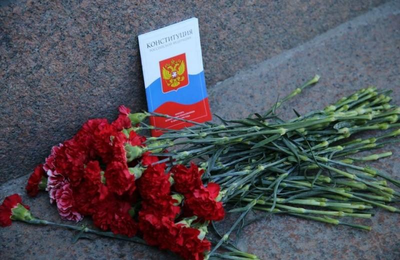 «Особая юридическая природа»: чем Конституционный суд оправдал обнуление сроков Путина и включение бога в Конституцию
