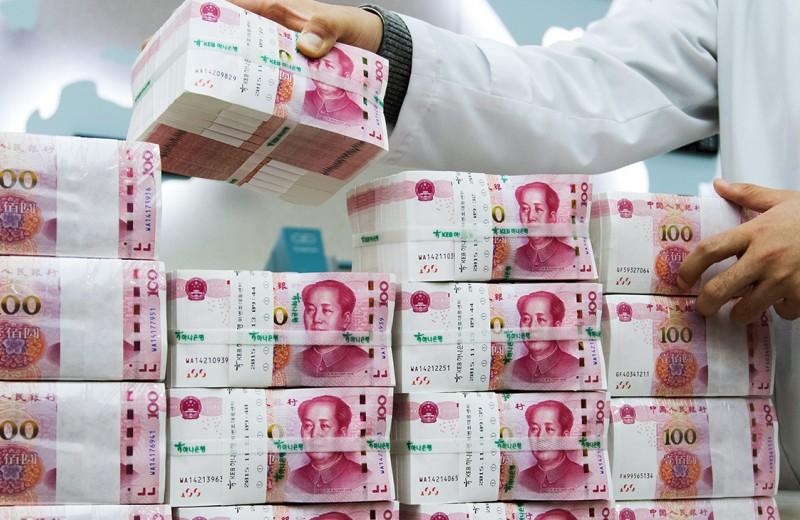 ВЭБ допустит к инвестпроектам юани и иены