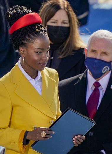 «Угроза невежеству»: кто такая Аманда Горман, которая читала свою поэму на инаугурации Байдена
