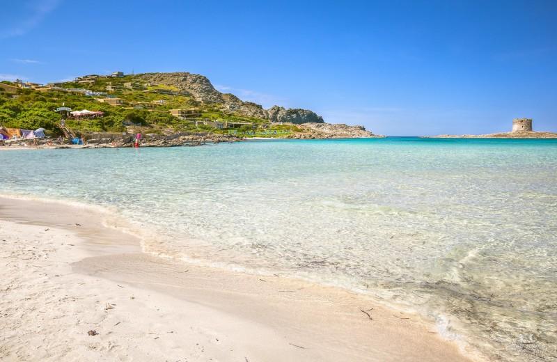Туристам грозит тюрьма за попытку вывезти 40 кг песка с пляжа в Сардинии