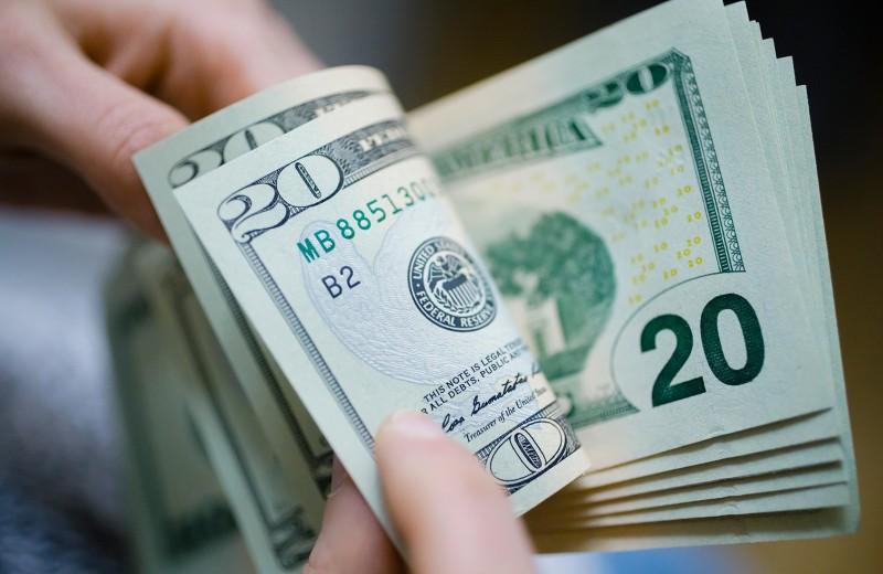 Вынесли $1 млрд: ФРС заставила клиентов российских банков забирать валюту