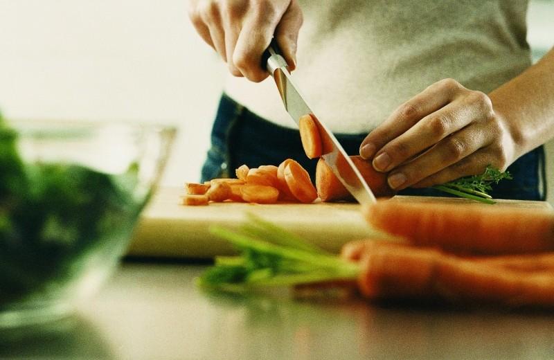 Самоизоляция с пользой: как не набрать лишний вес и не потерять форму