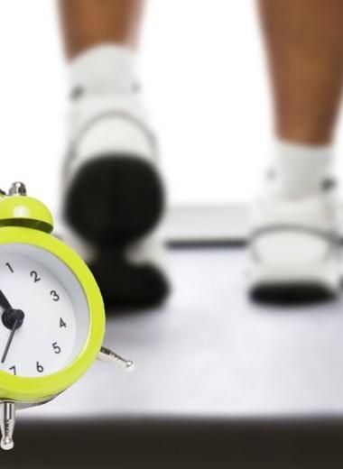5 минут силы: прокачай все тело прямо на рабочем месте