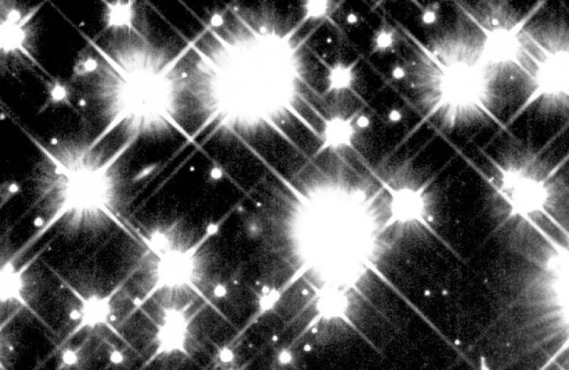 Углеродные звезды в два раза больше Солнца оказались основными поставщиками углерода