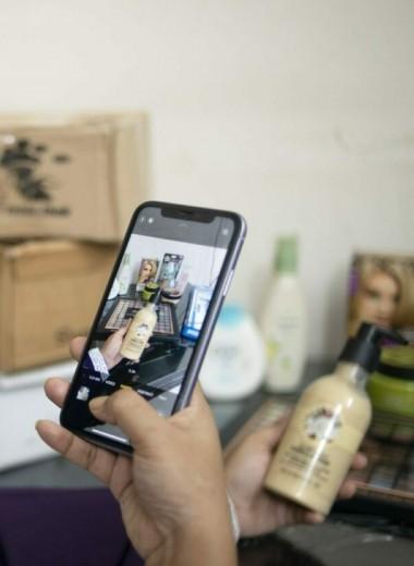 Facebook стала главной торговой площадкой Бангладеш: в соцсети сотни тысяч людей продают платья, украшения и попугаев