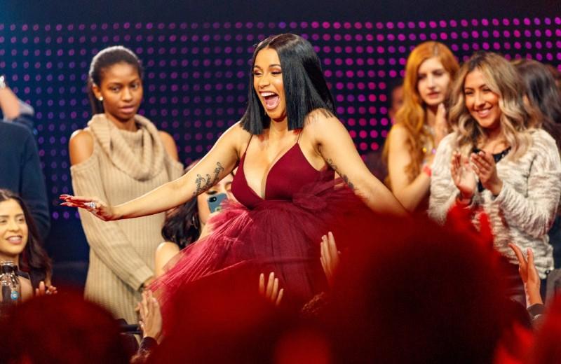 Почему в США все говорят о хип-хоп исполнительнице Cardi B?