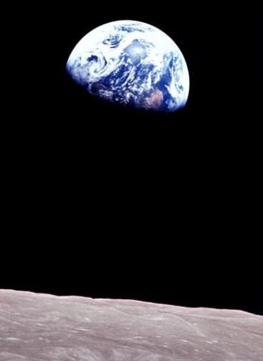Опубликован раритетный снимок восхода Земли с лунной орбиты
