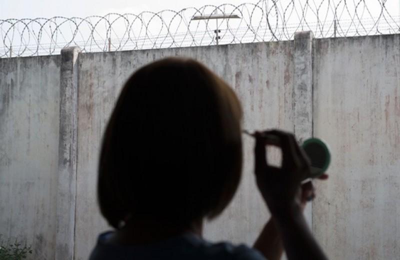 Никуда не спрятаться. Что происходит в российских тюрьмах с трансгендерными людьми