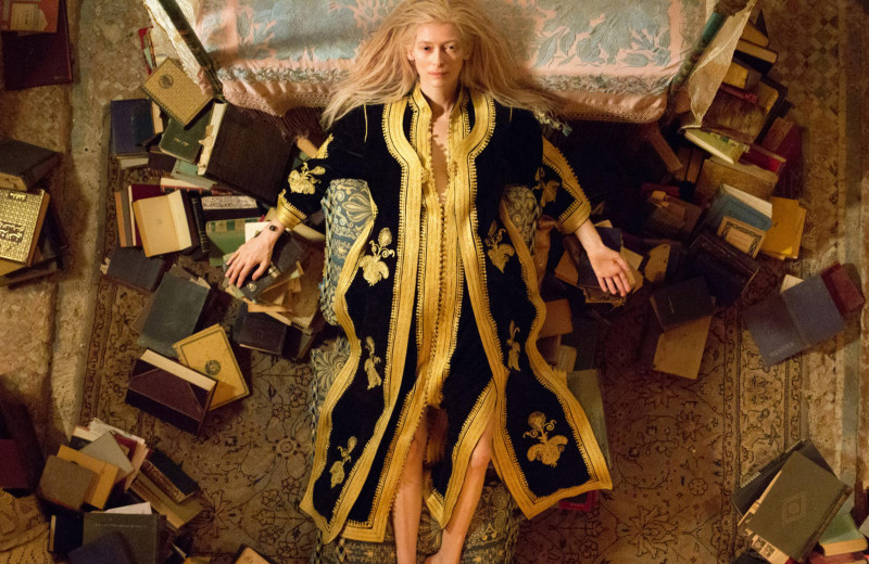 «Люкс превратился в один большой магазин дьюти-фри»: лучшие высказывания Тильды Суинтон об одежде, моде и стиле и ее знаковые кинообразы
