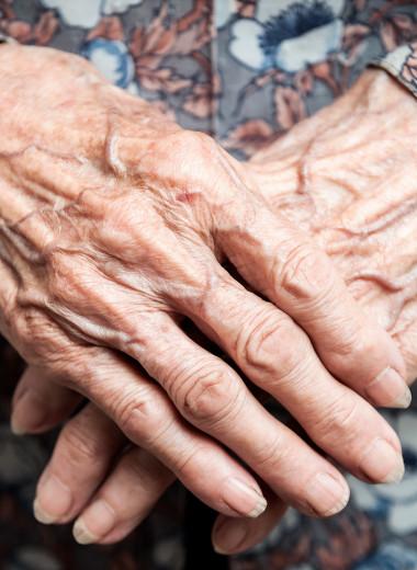 Больше 50 внуков и минимальная пенсия: как живет самая знаменитая бабушка России