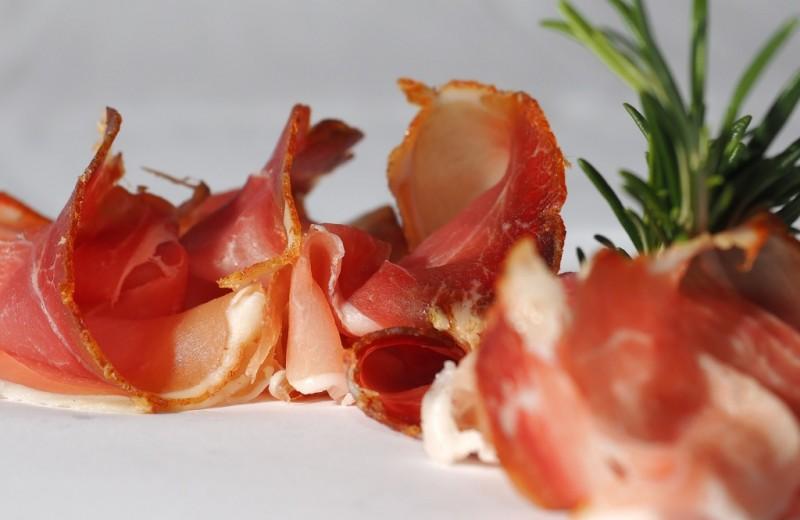 4 способа влюбиться в бекон: рецепты, которые точно зайдут (замена колбасе)