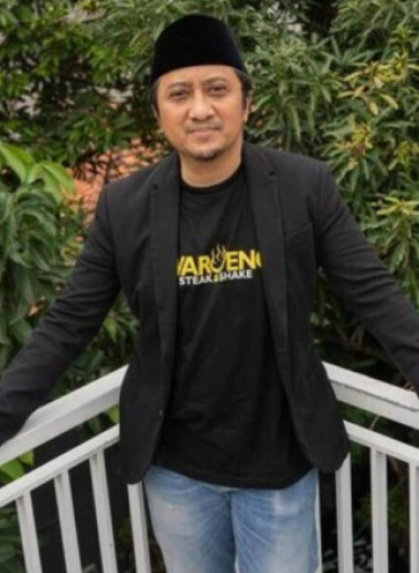 Сидел в тюрьме, стал проповедником и начал двигать фондовый рынок Индонезии в Instagram: кто такой Юсуф Мансур