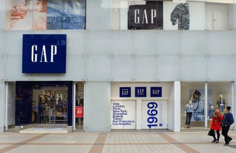 Начать кризис с запасом в $1,7 млрд, но почти разориться через месяц: почему бренд Gap может не пережить пандемию