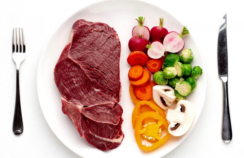 Вегетарианцы или мясоеды: ученые выяснили, кто здоровее