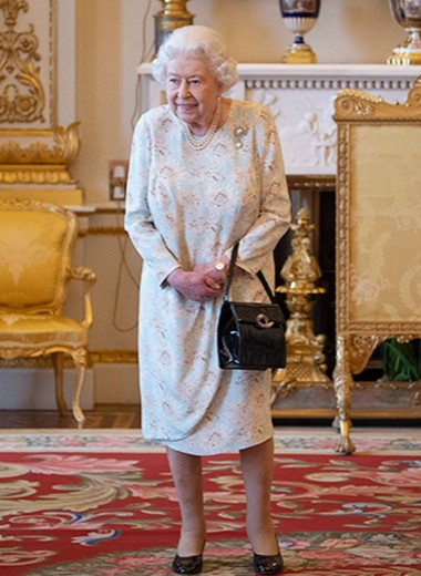 Сто рубинов и тысяча комнат: всё, чего ты не знала о жизни королевы Елизаветы II