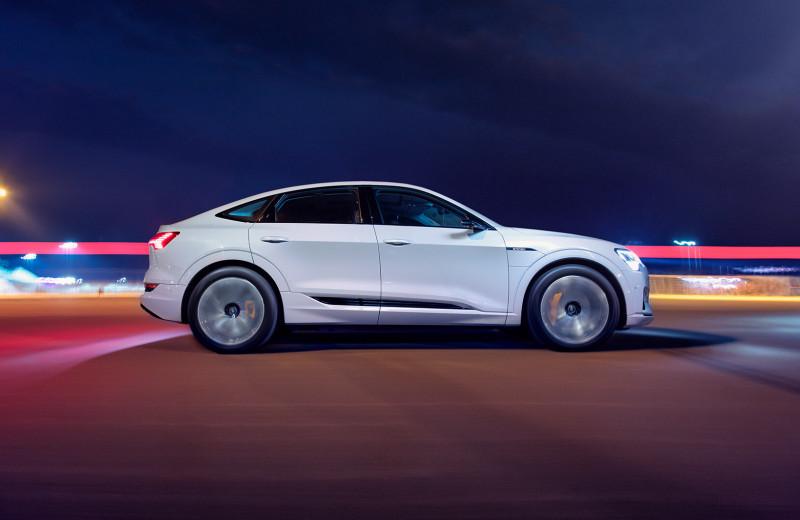 Audi e-tron Sportback: история о том, как немцы в фару проектор запихнули
