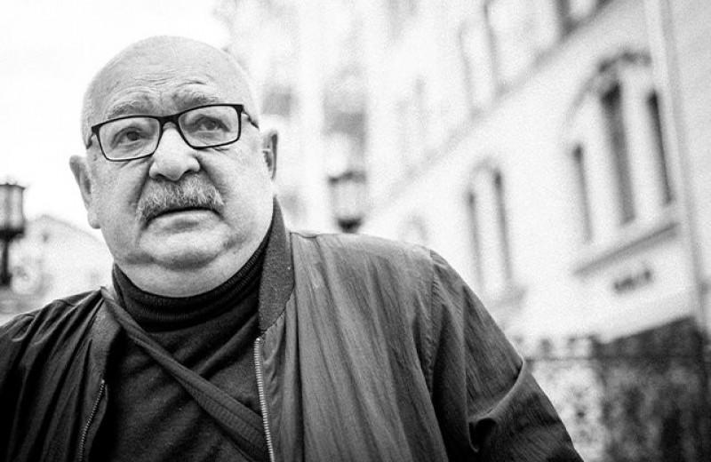 «Он никогда не строил из себя героя». Экскурсия Льва Лурье по адресам Довлатова в Петербурге