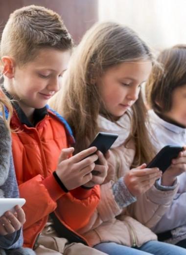 8 смартфонов для школьников до 10 000 рублей