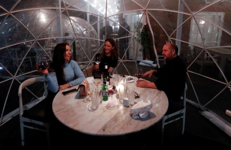 «Цунами сложностей»: владельцы элитных британских ресторанов рассказали о проблемах после карантина
