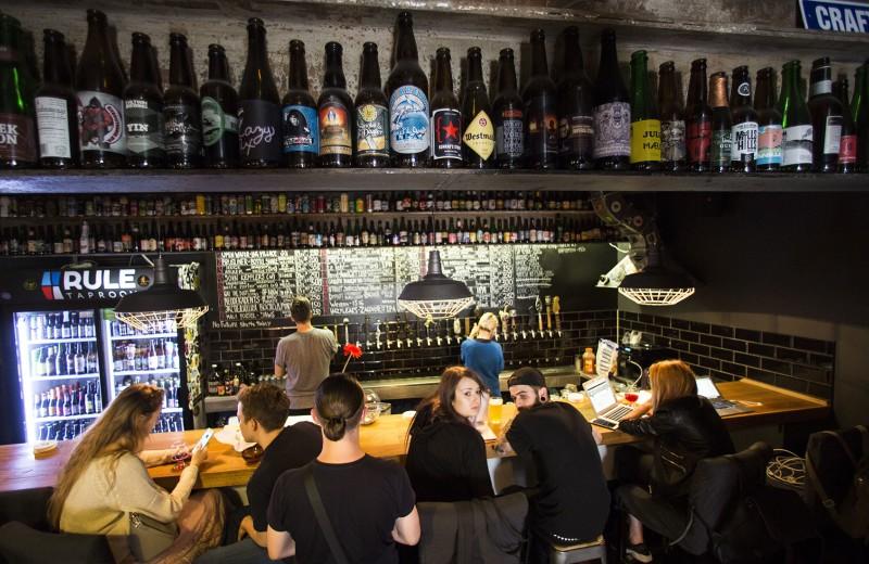 «Всегда найдется кто-то, кому ты будешь мешать»: что значит для бизнеса новый проект ограничений продажи алкоголя