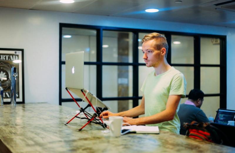 Запускал стартапы, чтобы побороть тревожность: история Питера Левелса, который поставил цель сделать 12 сервисов за год