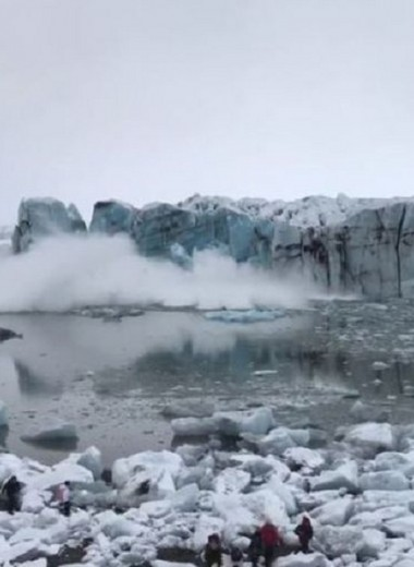 Гигантская волна чуть не накрыла туристов после обрушения ледника: видео