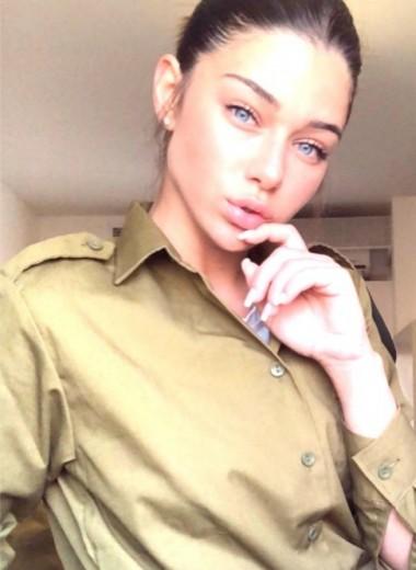 16 огненных девушек-военных, от которых ты точно потеряешь рассудок