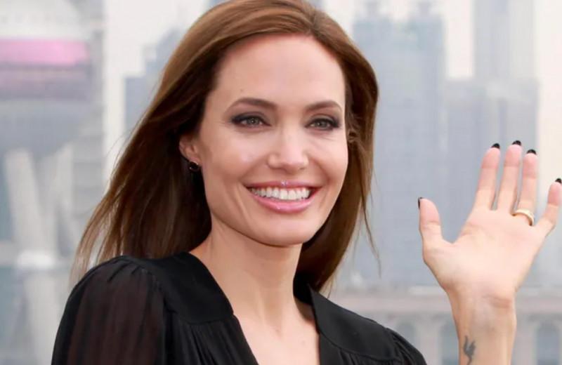 Любовница бойфренда мамы и разлучница: самые громкие скандалы с Анджелиной Джоли