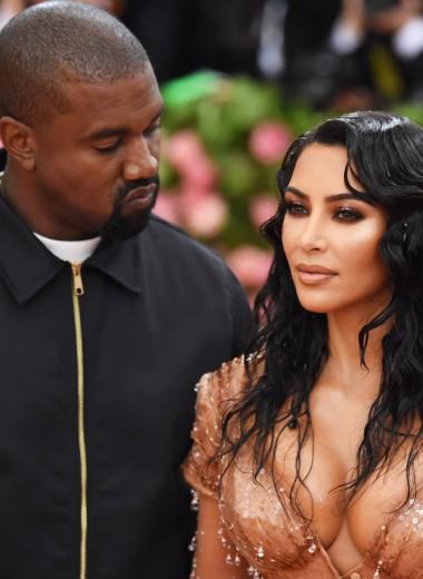 «Мою жену рассматривали голодными глазами»: муж Ким Кардашьян о ее платье