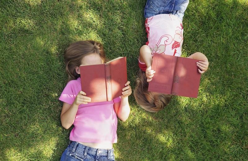 Читаем на каникулах: 10 главных детских книг лета по версии Forbes Life