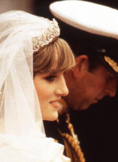 Конфузы принцессы Дианы на свадьбе: перепутала имя жениха и испортила платье